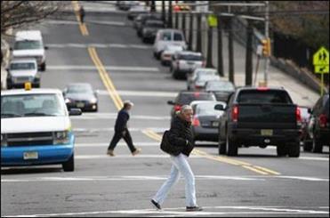 تلفنهای هوشمند هنگام رد شدن از خیابان مواظب شما هستند