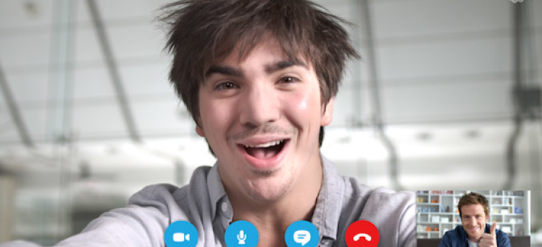 در نسخه جدید اسکایپ اندروید میتوانید همزمان با تماس تصویری با گوشی خود کار کنید!