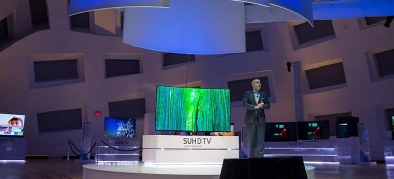 سامسونگ تلویزیون منحنی ۸K خود را در سایز ۹۸ اینچ معرفی کرد