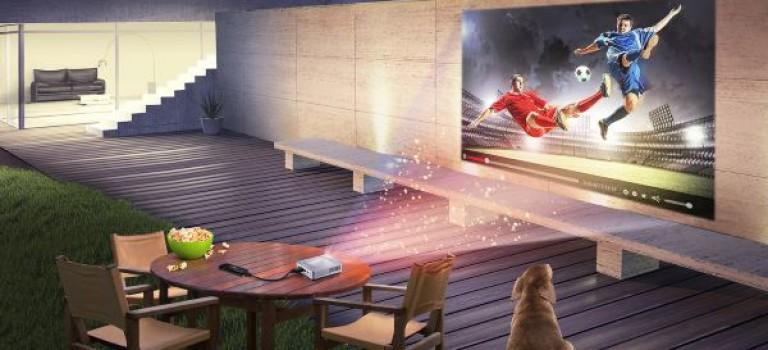 با ترکیب کامپیوتر بند انگشتی QM1 و ویدئو پروژکتور LED جیبی S1 ایسوس آشنا شوید